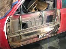 Фото процесса ремонта двери авто