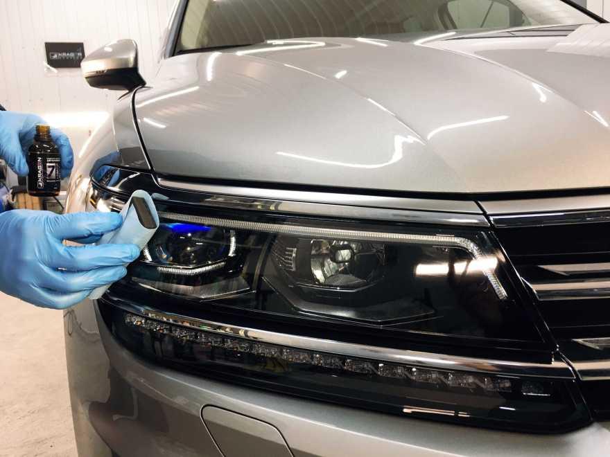 Фото процесс покрытия авто жидким стеклом в автосервисе