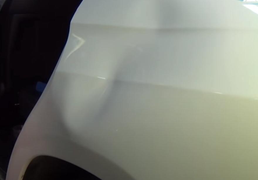Фото вмятины на крыле Mercedes