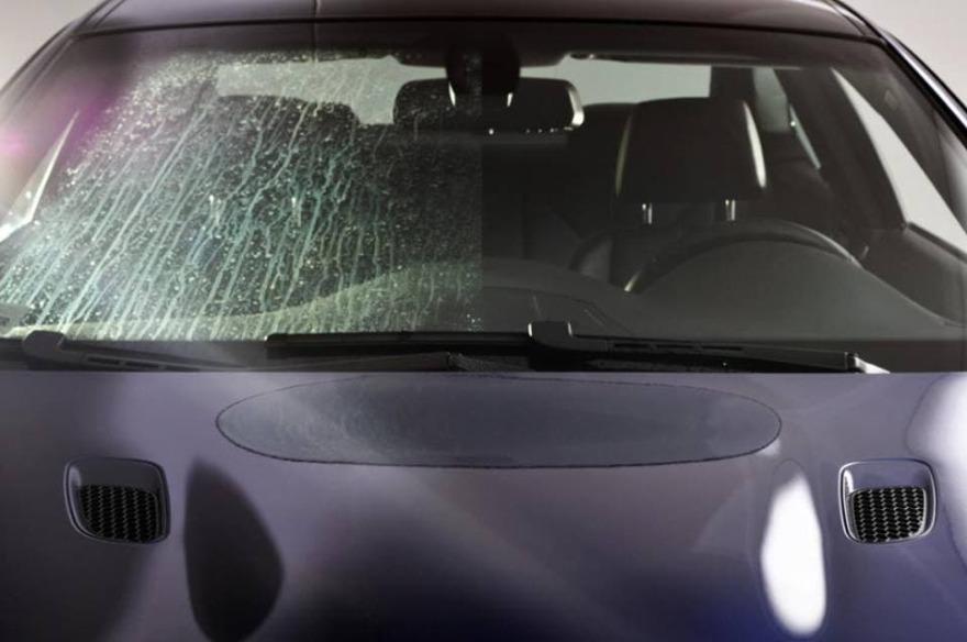 Фото примера покрытия антидождь на лобовом стекле